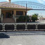 valla-entrada-metal-puerta